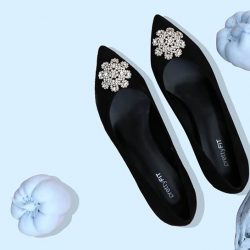 [prettyFIT/BeetleBug] Punctuated with an ornate clear-crystal, this eye-catching black suede pumps features a mid-height kitten heel that's